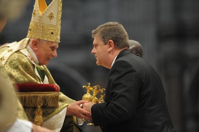 2. Papa Benedicto XVII y Ricardo 8