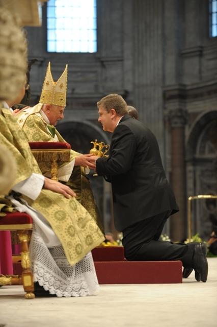 2. Papa Benedicto XVII y Ricardo 10