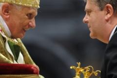 2. Papa Benedicto XVII y Ricardo 9